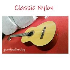 Gitar Akustik Klasik Nylon Semi Original Yamaha