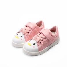 Kasual baru gadis di anak sepatu