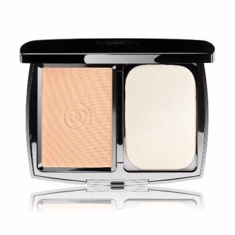 Chanel Perfection Lumiere Extreme Long-Wear And Pore MinimizingPowder Foundation SPF 25 (20 Beige)