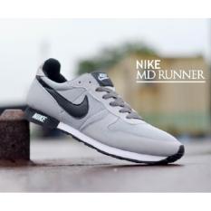 Nike Sepatu Md Runner Pria Abu-Abu.