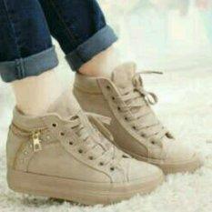 Sepatu Boot Cki Cream Bahan Suede Ringaan
