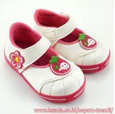 TrendiShoes Sepatu Bunyi Anak Perempuan Stroberi - Putih