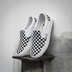 Vans.Unisex Classic Slip On (Spring and summer New pattern) Black and White lattice Shoe - intl