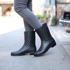 Women Non-slip Rain Short Boots Casual Martin Rain Boots(Black) - intl