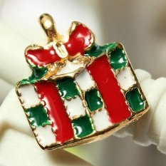 5pcs Gold Enamel Christmas Xmas Gifts Snowflake Charm Pendants Jewelry Findings Gift Box - Intl