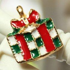 5pcs Gold Enamel Christmas Xmas Gifts Snowflake Charm Pendants Jewelry Findings Gift Box - Intl