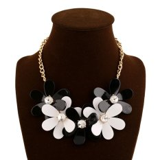 UJS Popular Jewelry Fashion Color Resin Diamond Flower Necklace (Intl)
