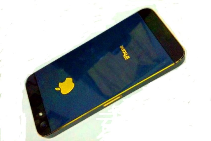 Refurbished Apple iPhone 5 - 32GB - Special Edition Hitam Emas - Grade A