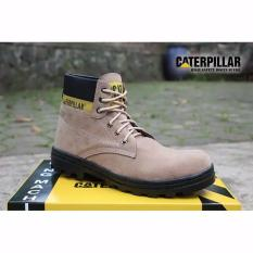 cat safety shoes bahan suede krem