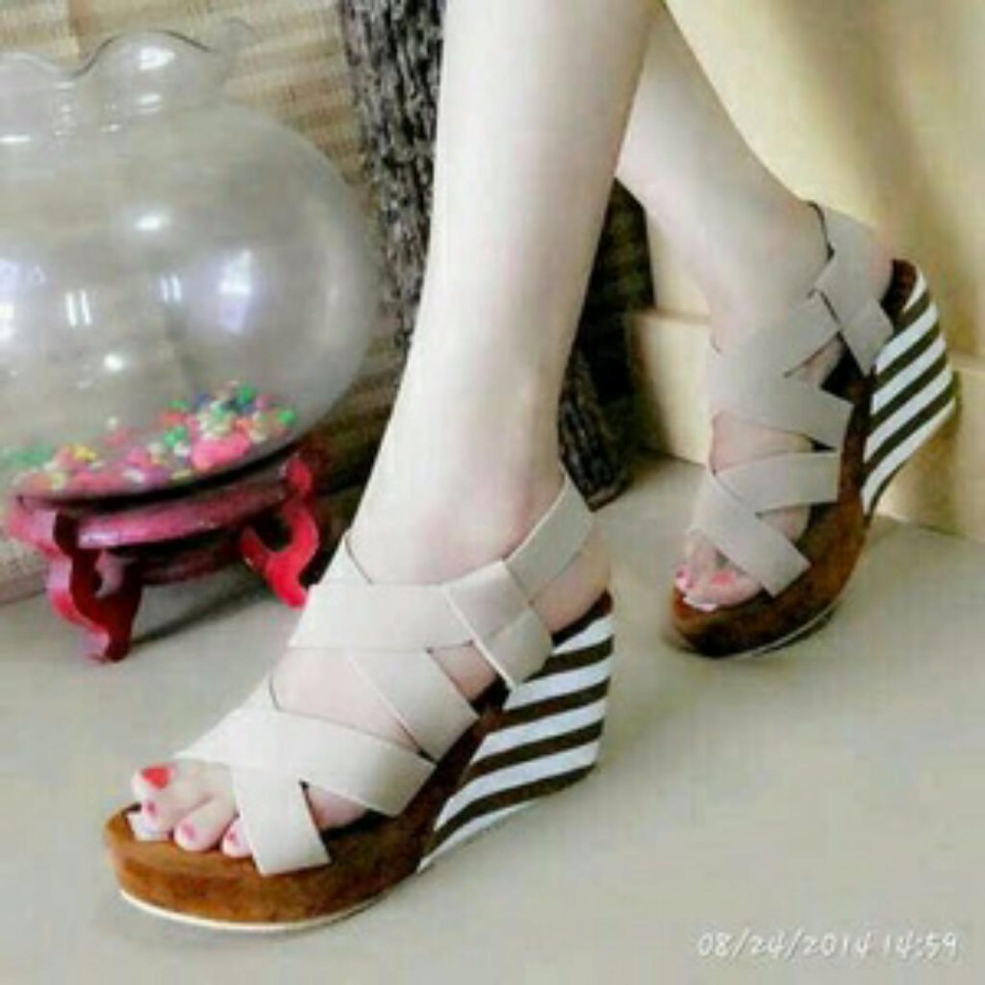 Ellen Grosir Wedges Blaster [Cream]