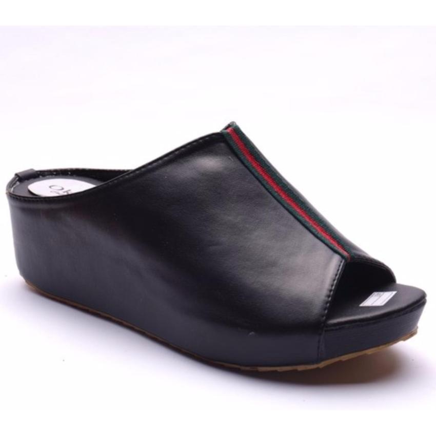 Femine Sepatu Sandal Wedges Wanita Sadrina Casual Hitam .