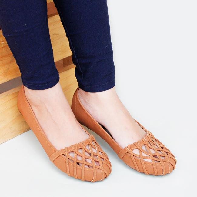 Gratica Sepatu Flat Shoes 074DD - Tan .