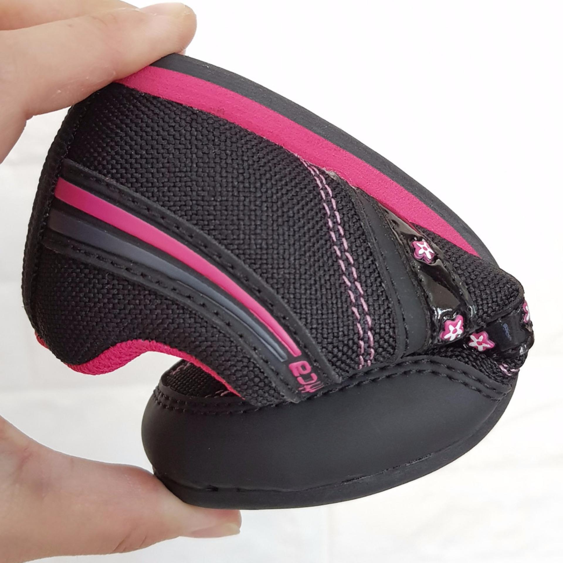 Kim Sepatu Sekolah Anak Perempuan Santica SSC053BBL Hitam Fushia a6b41e5202