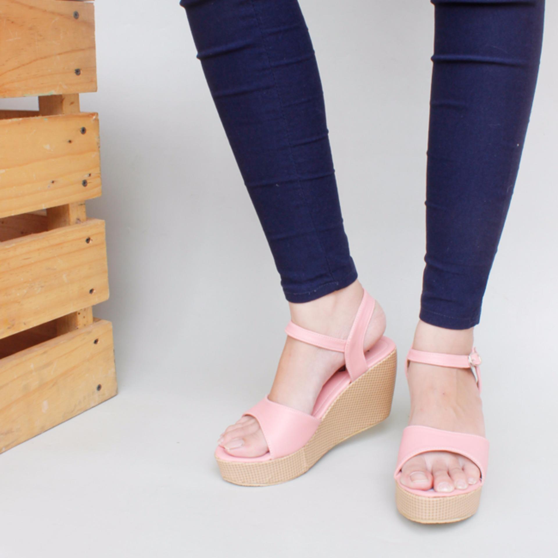 Moya Sepatu Wanita Wedges Ankle Strap CY07 - Salem ...