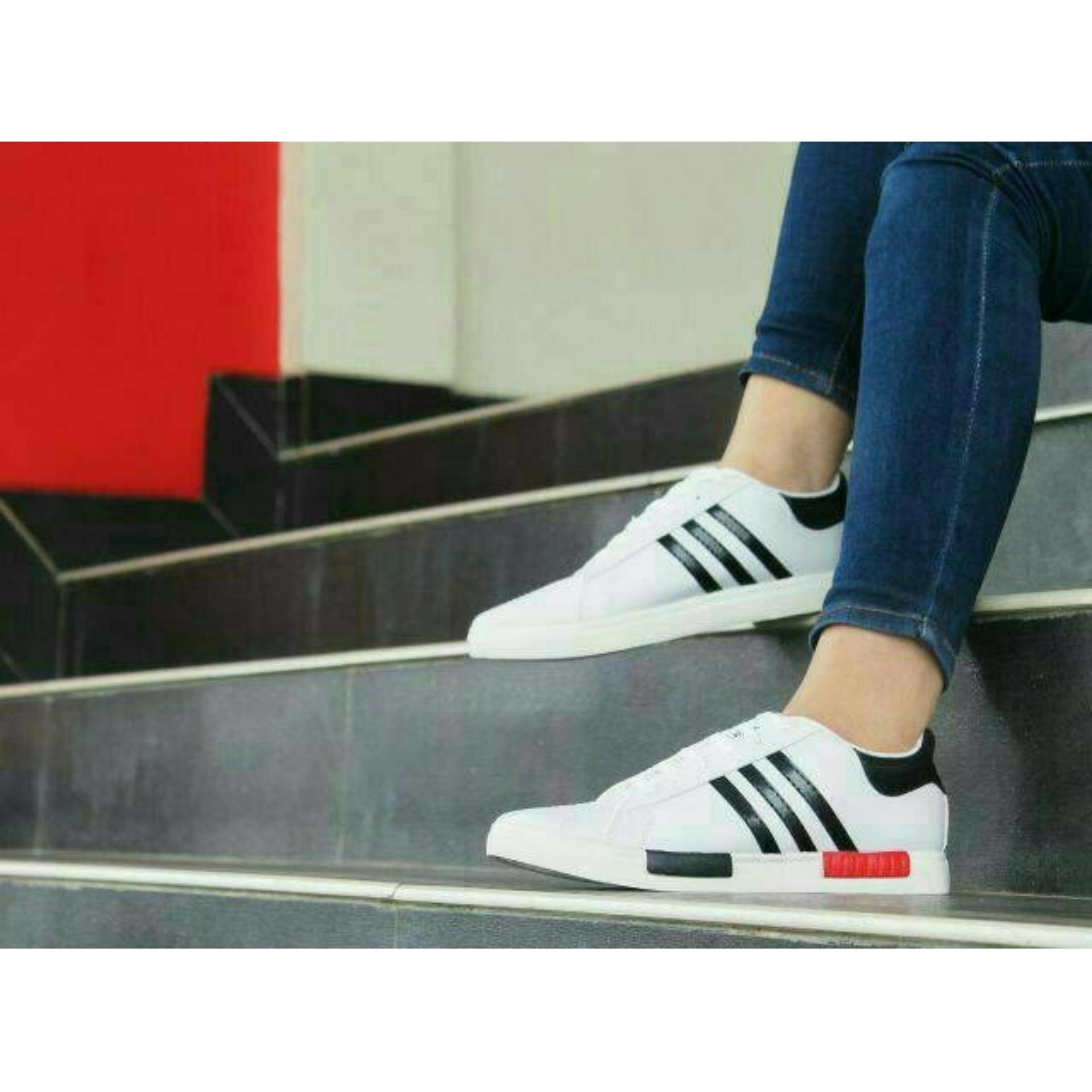 Kets Sneaker Pb 216 Sepatu Wanitapria Putih Sepatu Santai Sepatu ... eb991fd98c