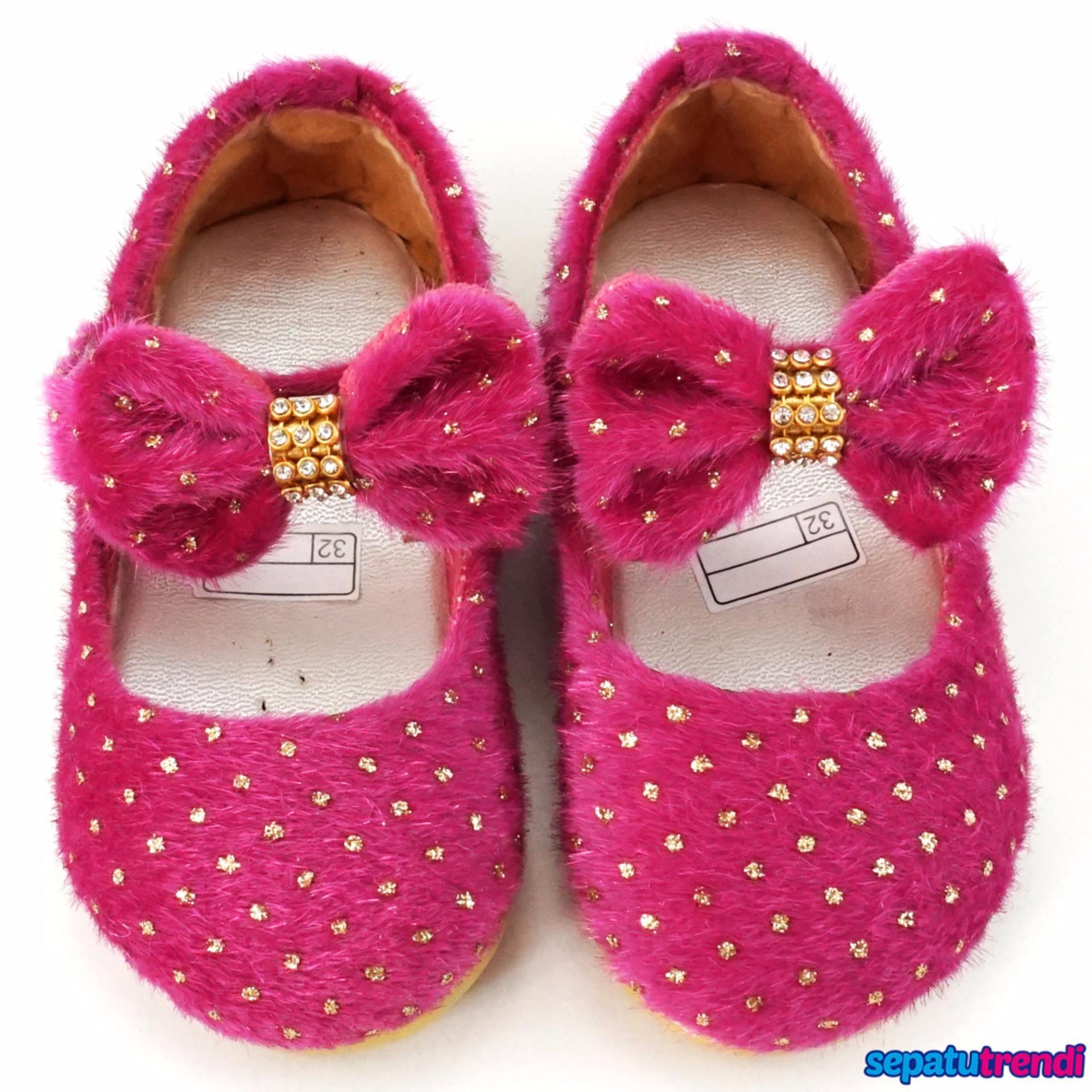 TrendiShoes Sepatu Anak Bayi Perempuan Bahan Bulu AT02 - Fuchsia . 3827fcdd9c