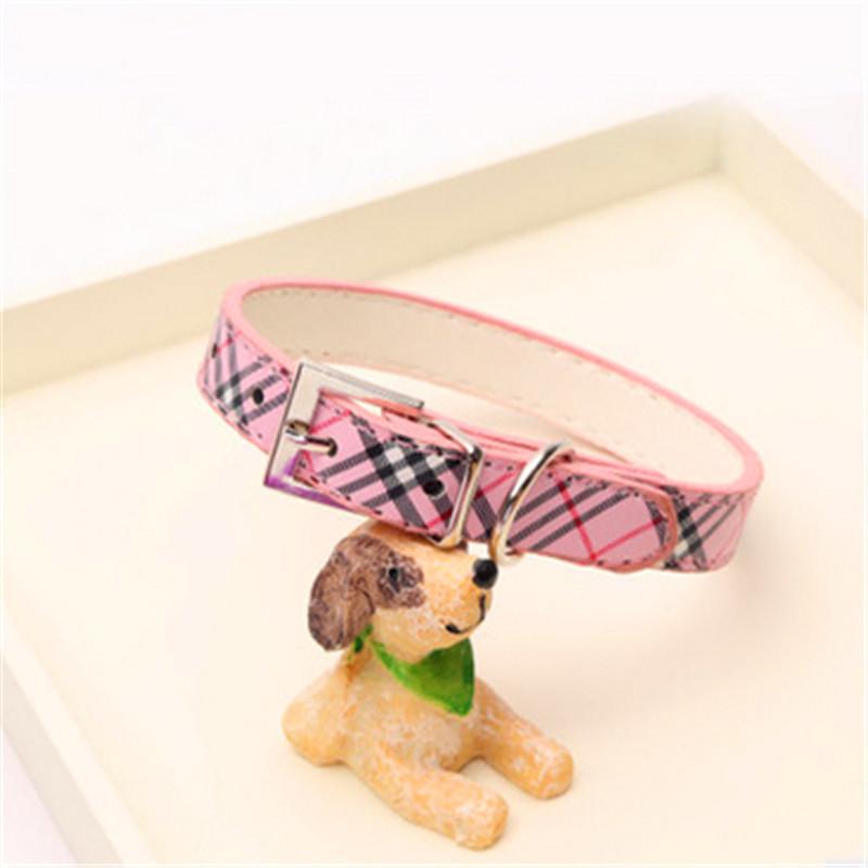 Leher anjing garis kotak-kotak tampak cantik kerah hewan peliharaan- berwarna .