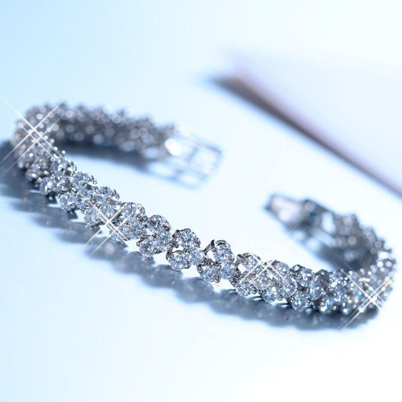 Sporter Vogue Roman Chain Bracelet Shiny Crystal Bracelets Silver Heart Shape Bangles Silver (Intl)